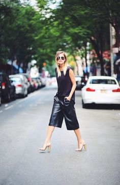 Zara Black Leather Culottes by We Wore What. culottes are back and bigger than before. Can be found in many different materials, and when paired with a simple top, the look is modern and chic. Look Street Style, Street Chic, Street Wear, Paris Street, Street Styles, Mode Chic, Mode Style, 50 Style, Black Style