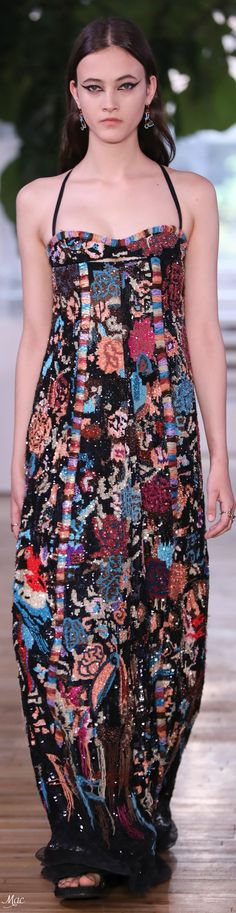Resort 2018 Valentino Fashion Moda, Runway Fashion, High Fashion, Fashion Trends, Womens Fashion, Women's Dresses, Christian Dior, Fashion Week 2018, Fashion Details
