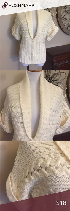 Nine West Size Large Cream Sweater - EUC Excellent Condition! Adorable sweater from Nine West! Size Large Nine West Sweaters Cardigans