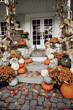Casa Halloween, Halloween Tags, Halloween Season, Halloween College, Rustic Halloween, Halloween Mantel, Halloween Recipe, Group Halloween, Halloween Parties