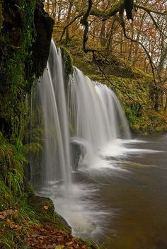 Scwd Ddwli waterfall in Brecon Beacons National Park, Wales (by flash of light). Beautiful World, Beautiful Places, Brecon Beacons, All Nature, Beautiful Waterfalls, The Great Outdoors, Wonders Of The World, Countryside, Landscape Photography
