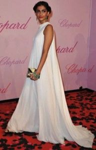 This summer, rock the frock! Sonam Kapoor in a cream silk crepe maxi dress from The Row, the clothing line by Mary Kate and Ashley Olsen. Image courtesy of: stylebistro.com #bollywood