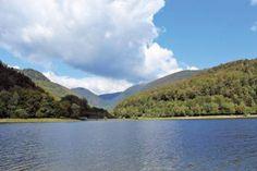 Le lac de Kruth-Wildenstein permet d'innombrables activités touristiques : accrobranche, pêche, pédalo, VTT... Surtout, les promeneurs et joggeurs en raffolent parce qu'on peut en faire le tour sur 6 km ! Les plus courageux monteront à l'assaut du massif du Grand Ventron, une réserve naturelle aux paysages variés (chaumes, tourbières, forêts, éboulis, falaises...), qui culmine à 1200 m d'altitude.