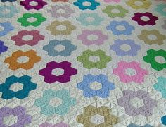 A hexagon crochet blanket that looks so much like an actual quilt. Fabulous work, beautiful colours!