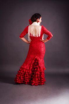 Sobre-vestido para Falda de flamenco  modelo Maestranza, realizado en encaje elástico muy suave y confortable.  Con este modelo buscamos acompañar a tú baile dando un toque de elegancia y estilo. Color Beige, Floral, Dresses, Fashion, Templates, Stretch Lace, Victorian Dresses, Elegance Fashion, Flamingo