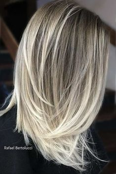 Straight Hairstyles for Medium Hair picture1 #straighthairstyles