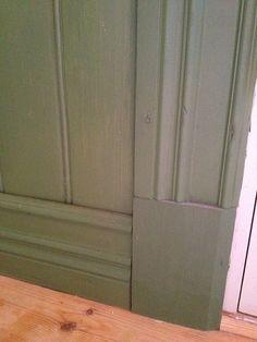 Pärlspont , foder och lister Cottage Renovation, Inside Outside, Interior Trim, Wainscoting, Windows And Doors, Color Patterns, Tile Floor, Interior Decorating, Art Deco