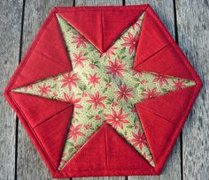 This Star Trivet is So Easy to Make - Quilting Digest - applique & patchwork Fabric Christmas Ornaments, Christmas Sewing, Christmas Crafts, Folded Fabric Ornaments, Quilted Ornaments, Quilting Projects, Sewing Projects, Sewing Ideas, Fabric Crafts