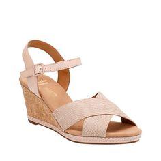 2978b2d76c27 Clarks Women s Helio Latitude Wedge Sandal Nude Leather Suede Size 11 W