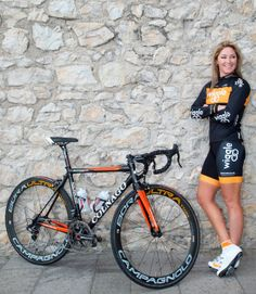 Rochelle Gilmore, what a sweet looking bike Bicycle Women, Road Bike Women, Bicycle Race, Bicycle Girl, Cycling Girls, Cycling Gear, Road Cycling, Cycling Clothes, Veils