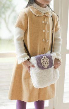 ファーポシェットは、革紐の長さを短くして子ども用にしても♪/ふわもこ素材で作るかわいい冬小物(「はんど&はあと」2012年1月号)