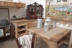 Cucina country ispirata alle cucine toscane rustiche del passato.