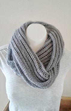 Brioche infinity scarves seem to be very popular these days (at least here in Iceland), but why buy a commercially made scarf when you can easily knit one?