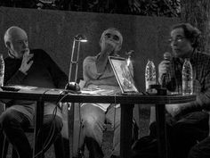 Paolo Gasparini, Vasco Szinetar y Esso Álvarez conversando sobre sus archivos fotográficos, en el marco de la exposición Archivo Fotográfico Félix Molina. Foto: Jorge Luis Santos. Caracas, 14/4/15.