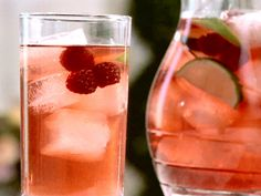 Summer Cocktail Berry Iced Tea (Non-alcoholic) Herbal Iced Tea Recipe, Iced Tea Recipes, Herbal Tea, Drink Recipes, Dessert Recipes, Raspberry Iced Tea, Raspberry Lemonade, Non Alcoholic, Alcoholic Beverages