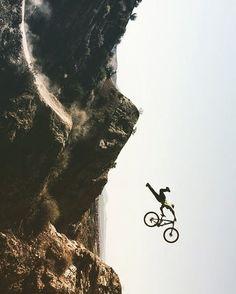 Üç gün tatili duyunca ben  #bisikletliyaşam #bike #bisikletturu #cycling #bisiklet #biketour #instabikers #instabicycle #instanice #bisikletsevenler #bisikletözgürlüktür  #bisikletliulasim #enerji  #mersinbisiklet #bubisiklet #görsel #manzara #doğa #çocuk #uzunyol #istanbuldayaşam #referandum #tatil