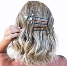 11 Patriotic Looks that Will Steal Any Firework Show - Inspiration - Modern Salon Hair Color Blue, Blue Hair, Holiday Hairstyles, Wedding Hairstyles, Fireworks Show, Hair Colorist, Haircolor, Cool Braids, Hair Brained