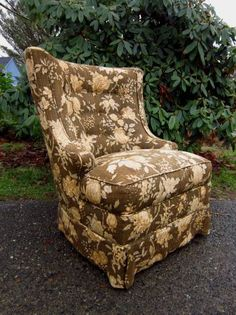 Seattle: Vintage Upholstered Reading Chair / Accent Chair $95 - http://furnishlyst.com/listings/1137385