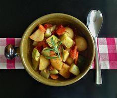 vegan αρωματική κατσαρόλα Vegetarian Casserole, Potato Salad, Nom Nom, Recipies, Potatoes, Vegan, Chicken, Vegetables, Ethnic Recipes