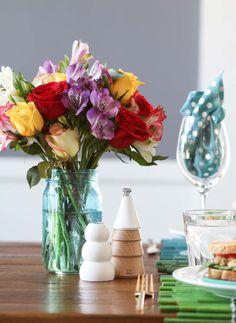 Whether you're living, looking or moving, Apartment Guide will help point you in the right direction. Make the most of your home with Apartment Guide. Simple Centerpieces, Centerpiece Ideas, Apartment Guide, Cool Rooms, Vases Decor, Shabby Chic Decor, Flower Decorations, Floral Arrangements, Diy Home Decor