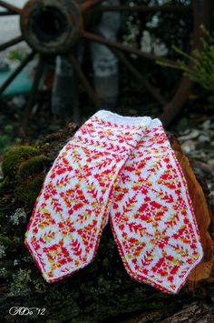 Beautiful colours for these mittens.