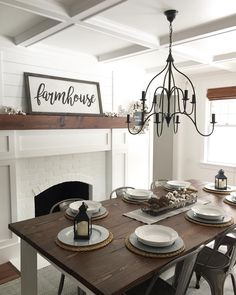 Vintage Dining Rooms: Take a look at this dazzling dining room lighting with an amazing dining room decor