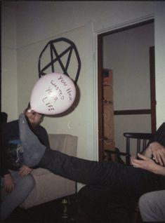 http://autovibrato.tumblr.com/post/49920114284/dehype-balloons-meghans-birthday TODO ASÍ