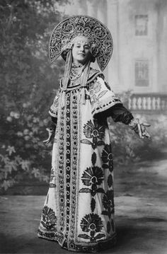 Russian ballerina Anna Pavlovna (Matveyevna) Pavlova, wearing traditional Russian costume