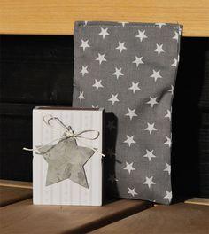 Löylypussilahjapakkaus, harmaa - pienet valkoiset tähdet - Emma's & Mama's shop