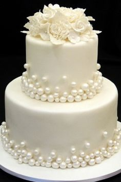 Bolos de casamento… Beautiful Wedding Cake Mais Wedding Cakes … Beautiful Wedding Cake Plus de mariage – White Wedding Cakes, Elegant Wedding Cakes, Elegant Cakes, Beautiful Wedding Cakes, Gorgeous Cakes, Wedding Cake Designs, Pretty Cakes, Wedding Cake Pearls, Trendy Wedding