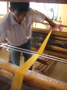 1 Million Spiders Make Golden Silk for Rare Cloth - Wired Science Research wk Arachnids Spider Silk, History Articles, Fashion History, Beautiful World, Weaving, Spiders, Tapestry, Inuyasha, How To Make