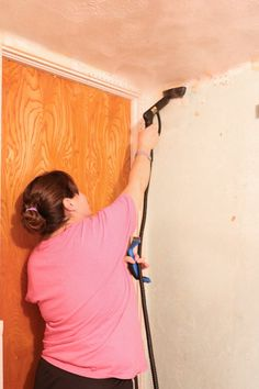how to remove wallpaper with a steamer. Removing old wallpaper with a Homeright steamer Taking Off Wallpaper, Removing Old Wallpaper, Diy Wallpaper, Painting Wallpaper, How To Remove Wallpaper, Remove Cat Urine Smell, Cat Urine Smells, Sherwin Williams Alabaster White, Best White Paint