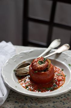 Punjeni paradajz sa pirinčem i pečurkama / Stuffed Tomatoes with Rice & Mushrooms