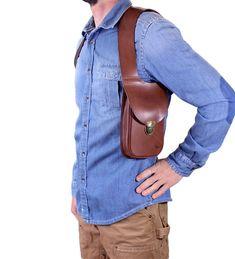 Full-grain leather shoulder holster bag / holster bag Made in FRANCE Leather Holster, Leather Belt Bag, Leather Skin, Sacoche Holster, Military Fashion, Mens Fashion, Military Style, Mens Leather Accessories, Bike Bag