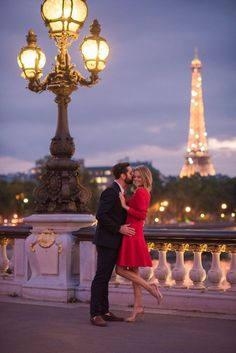 Evening Engagement Session: Louvre, Tuileries and Pont Bir Hakeim - Pictours™ Paris Photography Paris Pictures, Paris Photos, Couple Pictures, Paris Photography, Couple Photography, Photography Poses, Romantic Paris, Romantic Couples, Photo Couple