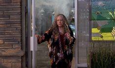 Kathy Bates y el creador de The Big Bang Theory se juntan a fumar weed para nuevo sit-com de Netflix