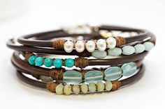 these are so pretty...leather bangles with stones. Hea idee jämeda nahkpaela puhul.
