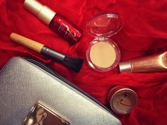 Want a make-up kit that has eyeshadow, primer and pressed powder all in mineral form? Check out the Jane Iredale kit. Our clinicians at the #FRC will colour match your skin tone.