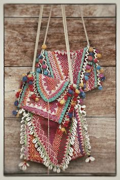 blog siramamy: Bolsos indios .....why yes, we could trim our bags with limpet shells.. Why not?
