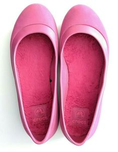 e0d02491eb2 Womens Pink Mammoth Crocs Shoes Size 8 Croslite Material with Fur Lined  Insole  Crocs