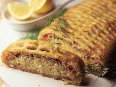 Perinteinen lihapiirakka syntyy valmiista lehtitaikinalevyistä, jauhelihasta ja riisistä.