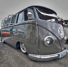 VW Camper Cool Grey pimped to the max! wants you to share the best of & rides! Volkswagen Transporter, Volkswagen Bus, Transporter T3, T1 Bus, Volkswagen Beetles, Bus Camper, Station Wagon, Kombi Trailer, Combi Ww