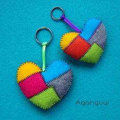 Corazón piezas varios colores de Fieltro, para Llavero o Broche, dos tamaños