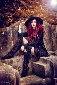 Top Gothic Fashion Tips To Keep You In Style. As trends change, and you age, be willing to alter your style so that you can always look your best. Consistently using good gothic fashion sense can help Dark Beauty, Goth Beauty, Witch Fashion, Dark Fashion, Gothic Fashion, Style Fashion, Fashion Ideas, Arte Steampunk, Gothic Steampunk