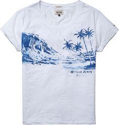 Modisches T-Shirt von Hilfiger Denim mit coolem Print auf der Vorderseite und weitgeschnittenem Rundhals. Angenehmer Tragekomfort, hochwertige Qualität. 100% Baumwolle...