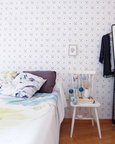 Scandinavian bedroom with DIY self-adhesive wallpaper from Pixers. Source @martina_evn https://www.instagram.com/p/BTj8K6ZALe9/ #Pixers #wallpaper #home #interior # design