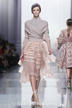 Christian Dior Ready-to-wear Fall/Winter 2012 ( reminds me of a ballet outfit ) Live Fashion, Fashion History, Fashion Show, Fashion Outfits, Christian Dior, Australia's Next Top Model, Runway Fashion, Fashion Beauty, Glamorous Evening Gowns