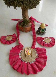 Diy Fabric Jewellery, Fabric Earrings, Textile Jewelry, Diy Earrings, Diy Crafts Jewelry, Handmade Headbands, Handmade Jewelry Designs, Handmade Jewellery, Terracotta Jewellery Designs