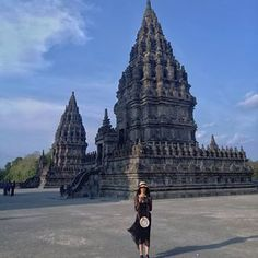 Blue Sky ...#jogjakarta #jogja #jogjahits #prambanan #travelling #jalanjalan #traveller #ootd #tasrotan #jawa #javaisland Travel Ootd, Foto Shoot, Borobudur, Indian Architecture, Bagan, Yogyakarta, Bali Travel, Travel Aesthetic, Travel Goals