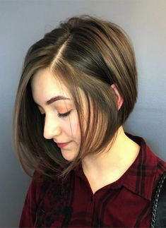 20 Gorgeous Round Face Haircuts for an Ultimate Appearance - Haircuts & Hairstyl. 20 Gorgeous Round Face Haircuts for an Ultimate Appearance - Haircuts & Hairstyles 2020 20 Gorgeous Round Face Haircut. for round face Chubby Face Haircuts, Haircuts For Round Face Shape, Short Hair Cuts For Round Faces, Short Hair With Bangs, Short Hair With Layers, Girl Short Hair, Hairstyles For Round Faces, Short Hairstyles For Women, Bob Hairstyles